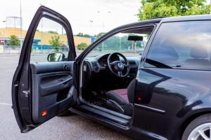 VW Volkswagen Golf 4 vaļā durvis Kristaps Mozgirs auto foto Autolevi auto noma