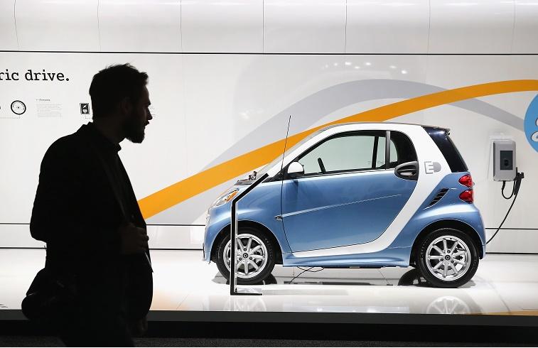 Valdība apstiprina maksu par elektroauto uzlādi