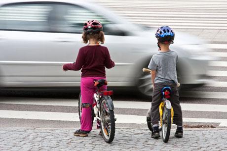 Kā iemācīt bērniem ceļu satiksmes noteikumus
